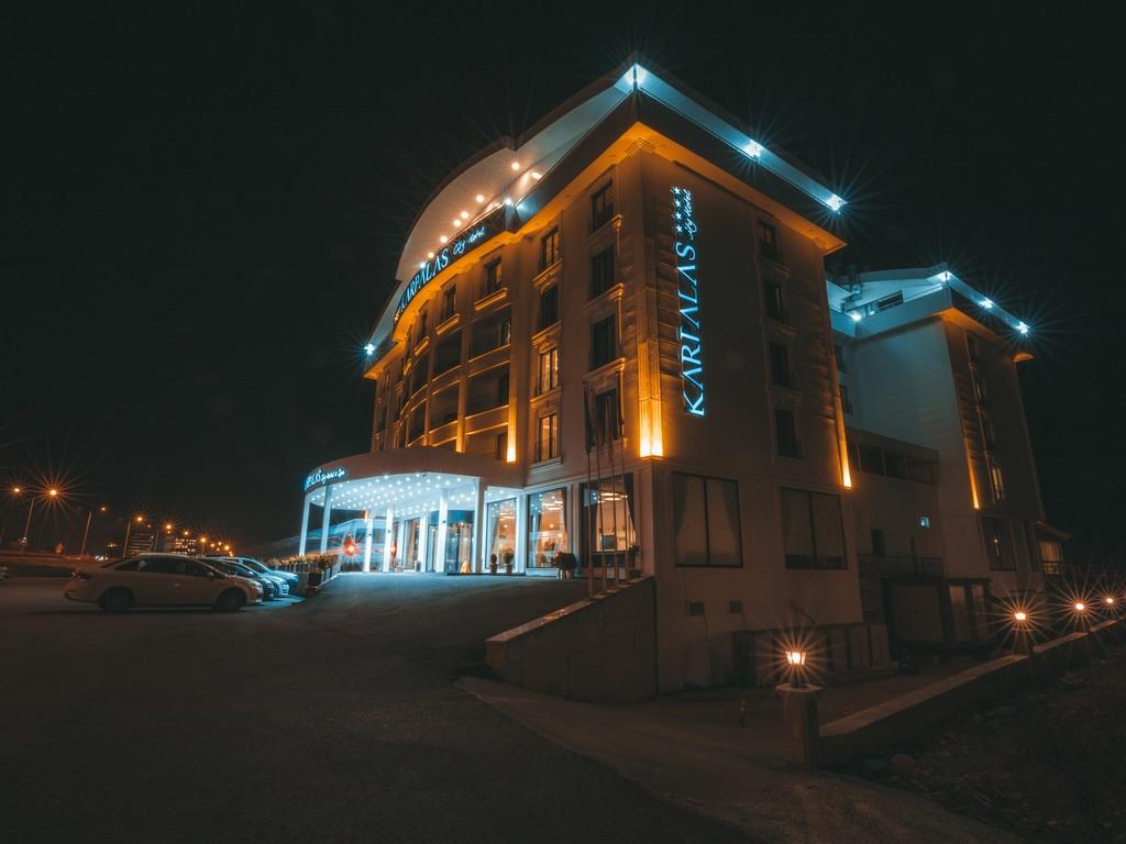Otel Dış Gece Görsel