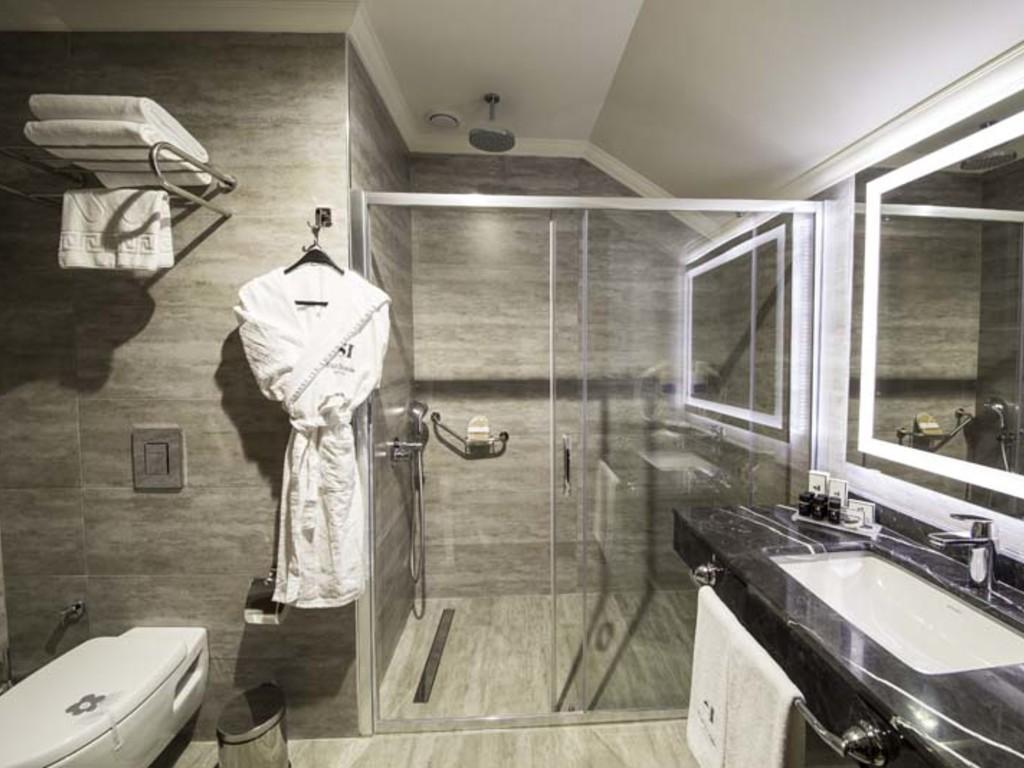 Delluxe Bathroom