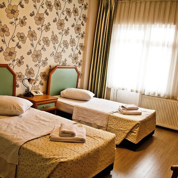 Twin Room (Kara Manzaralı)
