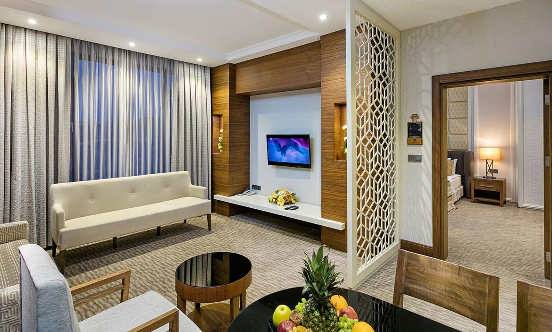 Half Board, Suite