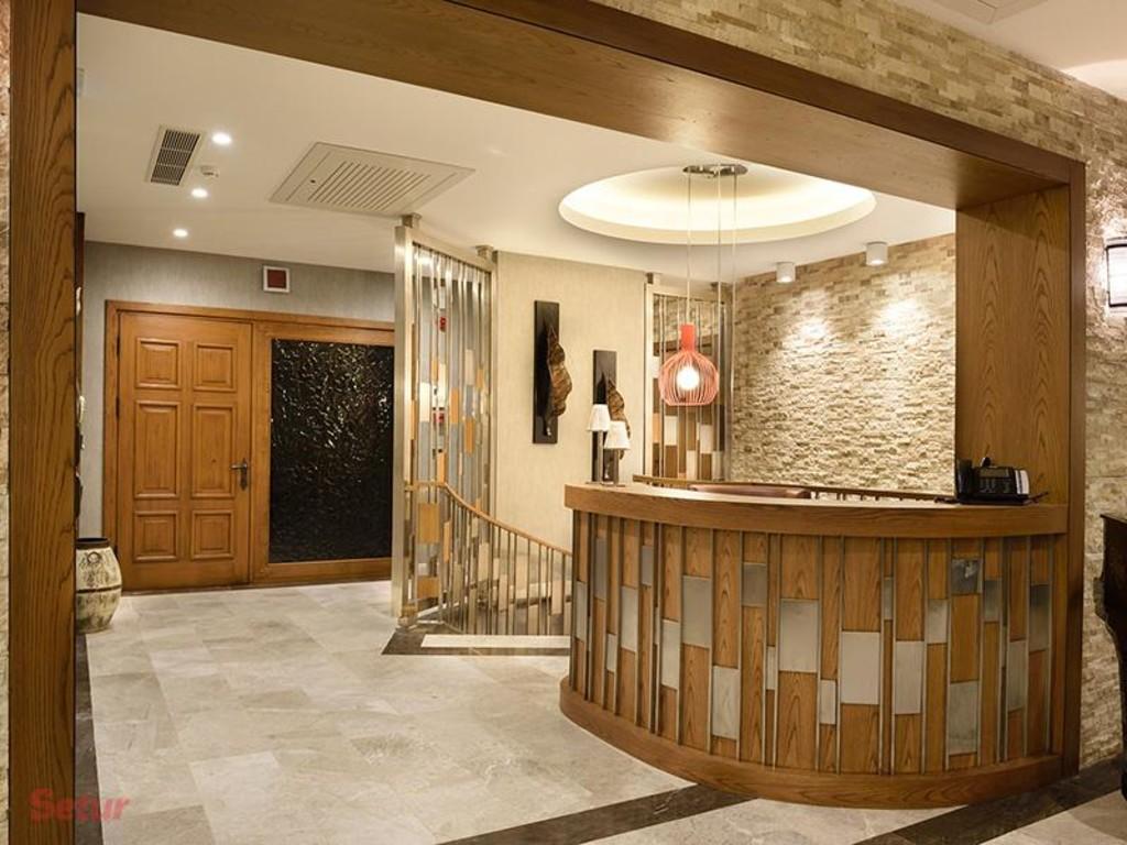 Reception Regnum Escana Boutique Hotel